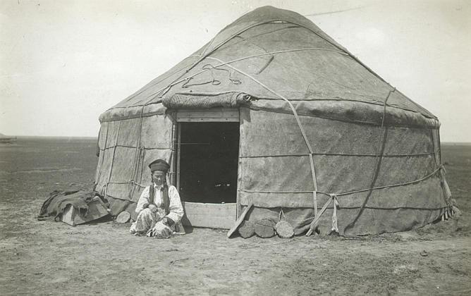 1. кибитка (арабское значение) Переносное жилище у кочевников: калмыков, ки
